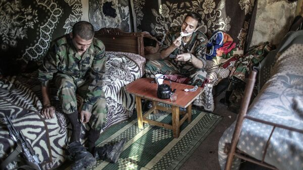Солдаты правительственных войск неподалеку от турецкой границы