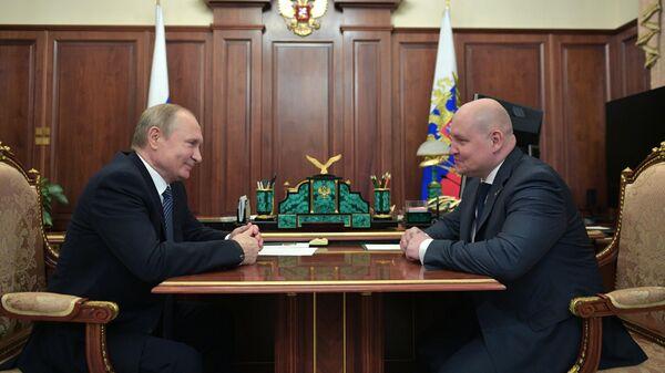 Президент РФ Владимир Путин и Михаил Развожаев во время встречи. 11 июля 2019