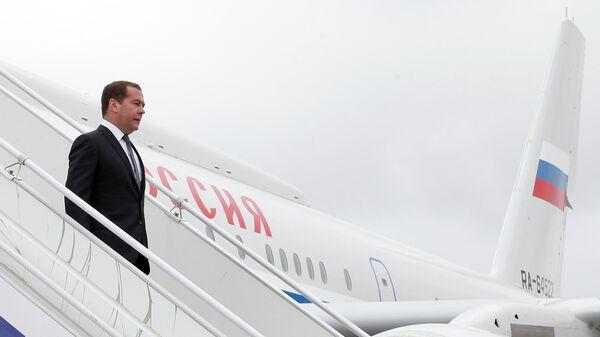 Председатель правительства РФ Дмитрий Медведев в аэропорту Ставрополя