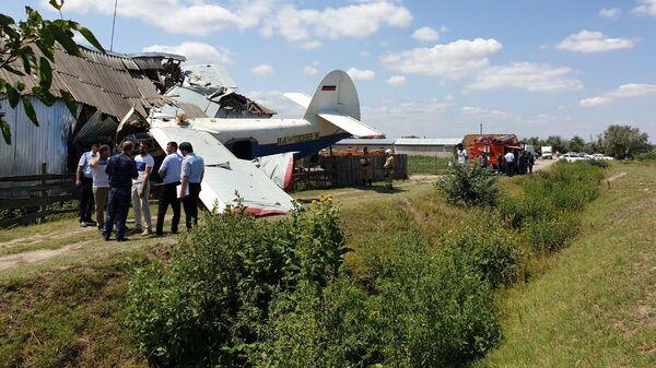 Место падения легкомоторного самолета на дом в Чечне