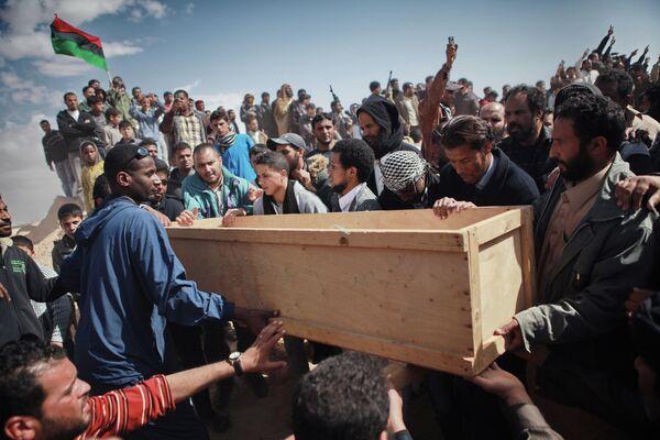 Похороны жертв атаки наемников Каддафи в городе Аждабия