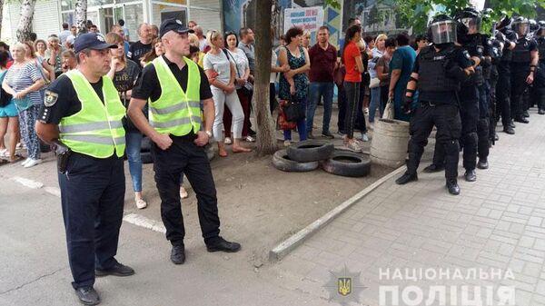 Акция протеста возле избиркома в Донецкой области