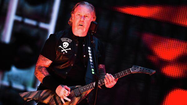 Джеймс Хетфилд во время выступления на концерте рок-группы Metallica на Большой спортивной арене Лужники. 21 июля 2019