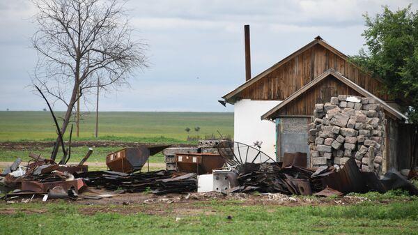 Дом в селе Усть-Ималка Забайкальского края, пострадавшем от степных пожаров в апреле