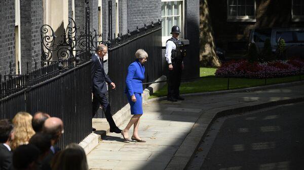 Тереза Мэй покидает резиденцию премьер-министра Великобритании на Даунинг-стрит, 10 в Лондоне. 24 июля 2019