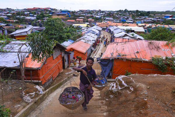 Торговец рохинджа в лагере беженцев Кутупалонг