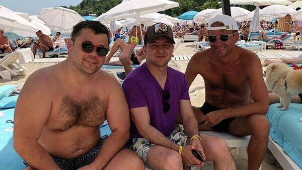 Украинцы разозлились из-за фотографии Зеленского на пляже