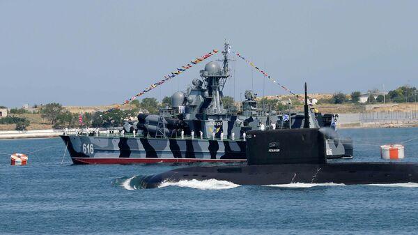 МРК Самум во время парада кораблей
