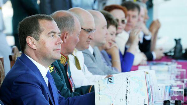 Председатель правительства РФ Дмитрий Медведев во время парада кораблей в Севастополе в честь Дня Военно-морского флота России
