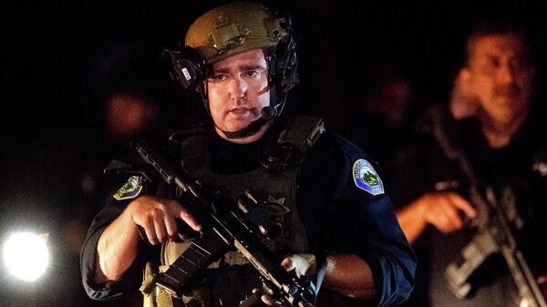Сотрудники полиции на месте стрельбы в городе Гилрой, штат Калифорния, США. 28 июля 2019