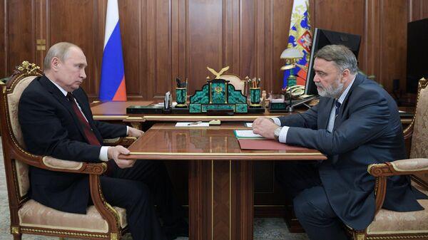 Президент РФ Владимир Путин и руководитель Федеральной антимонопольной службы Игорь Артемьев во время встречи
