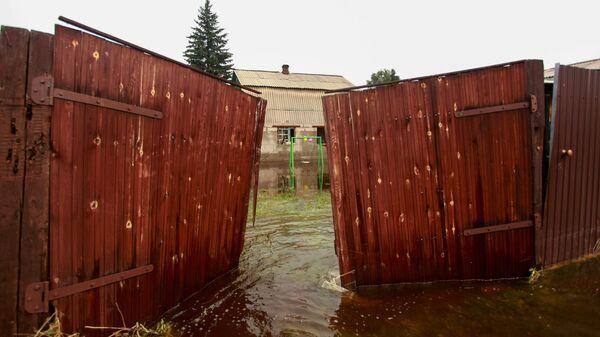 Подтопленные жилые районы в поселке Большой Луг Иркутской области