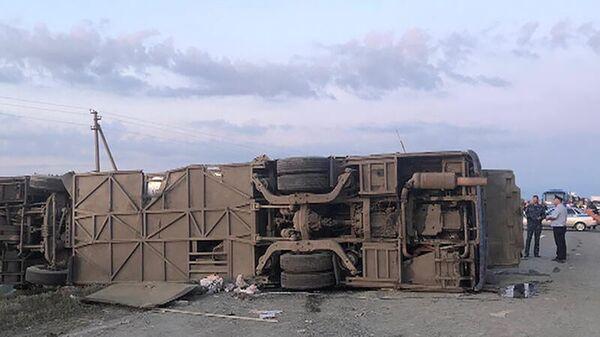 На месте ДТП с участием автобуса и грузовика в Ставропольском крае. 2 августа 2019