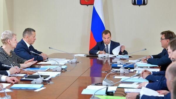 Председатель правительства РФ Дмитрий Медведев проводит совещание по вопросам социально-экономического развития центров экономического роста на Дальнем Востоке