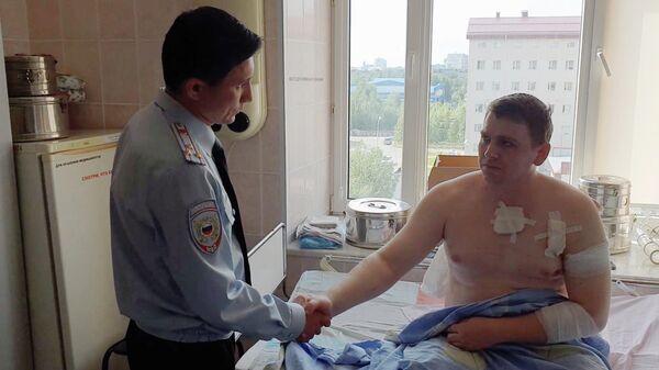 Александр Царегородцев, который был ранен при исполнении служебных обязанностей, в больнице города Сургут. 2 августа 2019