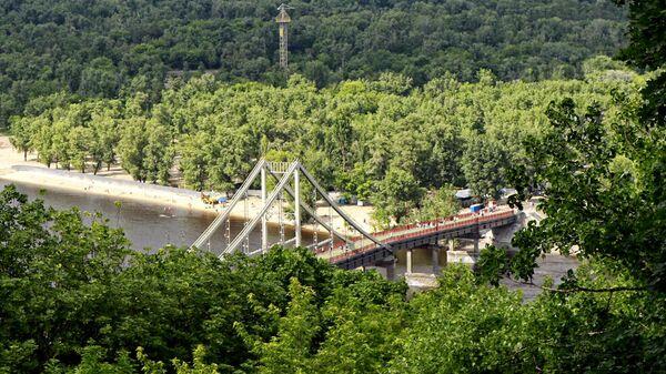 Пешеходный мост на Труханов остров в Киеве