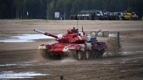 Танк Т-72Б3 команды армии Белоруссии на дистанции соревнований Танкового биатлона