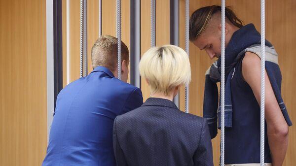 Даниил Конон, обвиняемый по уголовному делу о массовых беспорядках в центре Москвы 27 июля, на заседании Пресненского суда города Москвы