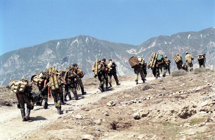 Подразделения ВДВ РФ на территории Дагестана в связи с вторжением в Ботлихский район вооруженных бандформирований с территории Чечни. 23 августа 1999 года