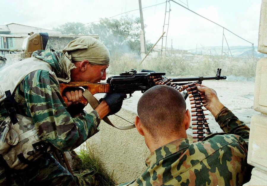 Военнослужащие МВД России во время боевых действий у села Карамахи, Дагестан