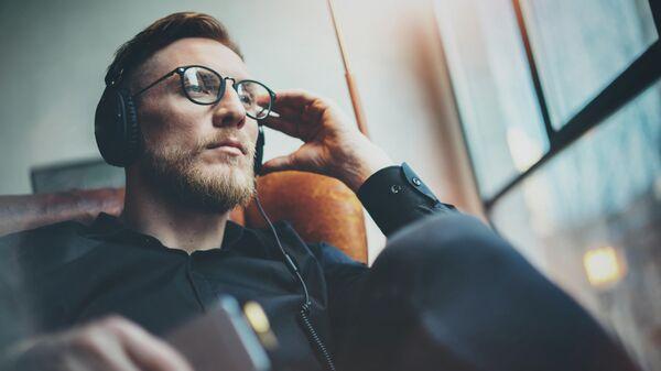 Эксперты назвали самые популярные в России в 2019 году аудиокниги
