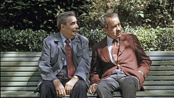 Генеральный секретарь ЦК КПСС Леонид Ильич Брежнев и президент США Ричард Никсон, находящийся с официальным визитом в СССР, во время переговоров на даче в Нижней Ореанде в Крыму