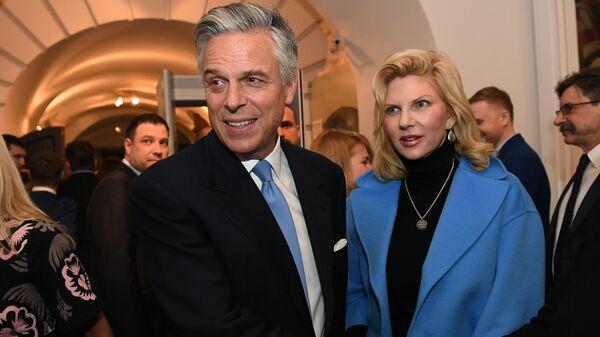Посол США в РФ Джон Хантсман с супругой Мэри Кэй в Москве