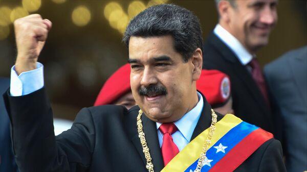 Президент Венесуэлы Николас Мадуро во время акции протеста против санкционной политики США на одной из улиц Каракаса