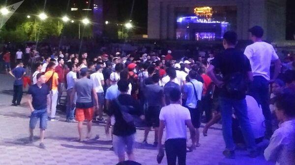 Сторонники Алмазбека Атамбаева перекрыли площадь Ала-Тоо в Бишкеке. 8 августа 2019