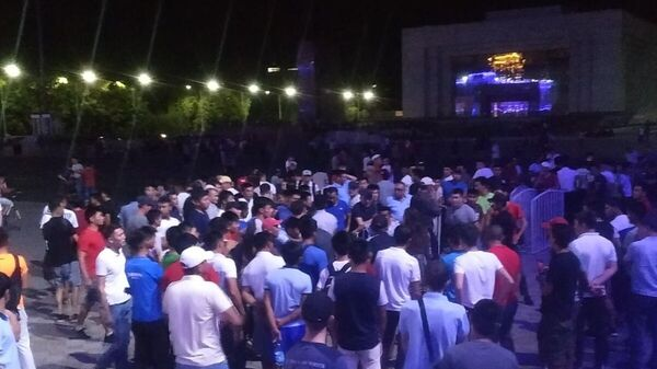 Сторонники экс-президента Алмазбека Атамбаева перекрыли площадь Ала-Тоо в Бишкеке