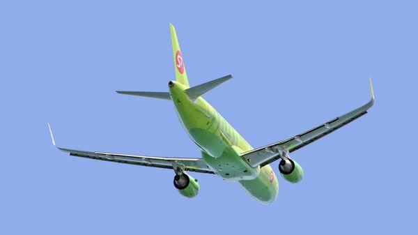 Самолет авиакомпании S7 Boeing 737