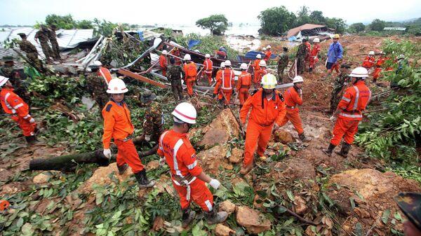 Спасательные работы на месте оползня в Мьянме. 10 августа 2019