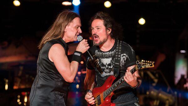 Лидер группы Кипелов Валерий Кипелов и гитарист Андрей Голованов выступают на XXIV Международном Байк-шоу Тень Вавилона