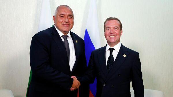 Председатель правительства РФ Дмитрий Медведев и премьер-министр Болгарии Бойко Борисов во время встречи на полях Первого Каспийского экономического форума