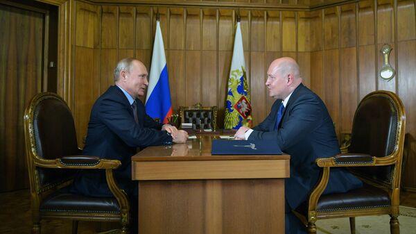 Владимир Путин и врио губернатора Севастополя Михаил Развожаев во время встречи. 12 августа 2019