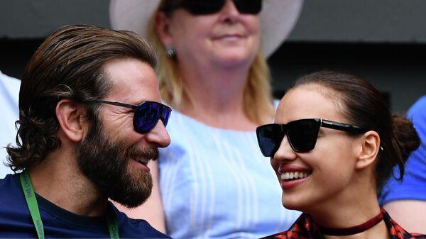 Брэдли Купер и Ирина Шейк на полуфинальном матче Уимблдона. 8 июля 2016