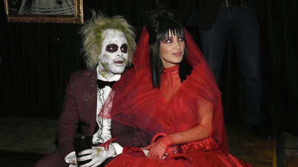 The Weekend и Белла Хадид на ежегодной вечеринке по случаю Хэллоуина в Нью-Йорке. 31 октября 2018