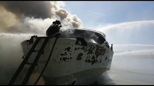Пожар на теплоходе Святая Русь в Нижегородской области