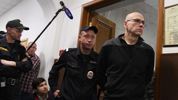Бывший министр финансов Московской области Алексей Кузнецов перед заседанием Басманного суда Москвы