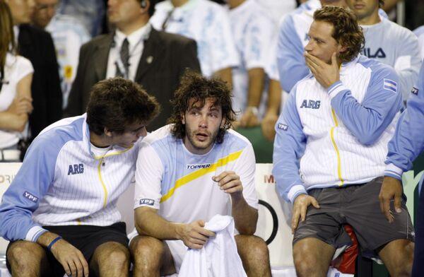 Игроки сборной Аргентины по теннису Хуан Мартин дель Потро, Хосе Акасусо и Давид Налбандян (слева направо) после поражения в финале Кубка Дэвиса