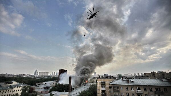 Пожар в ангаре на севере Москвы