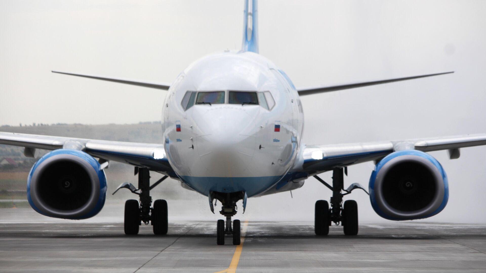 Самолет Boeing 737-800 авиакомпании Победа в международном аэропорту Гагарин в Саратовской области - РИА Новости, 1920, 01.03.2021