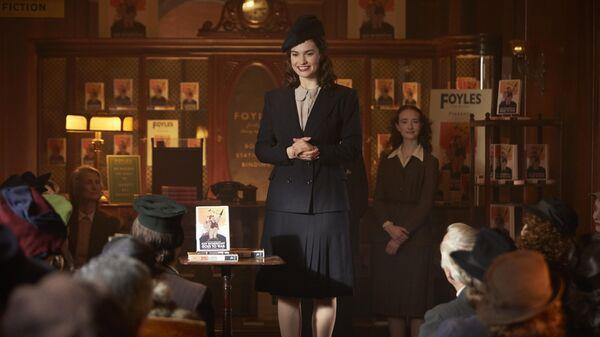 Кадр из фильма Клуб любителей книг и пирогов из картофельных очистков