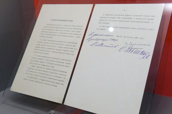 Секретный дополнительный протокол к договору о ненападении между Германией и Советским союзом, представленный на открытии историко-документальной выставки 1939 год. Начало Второй мировой войны