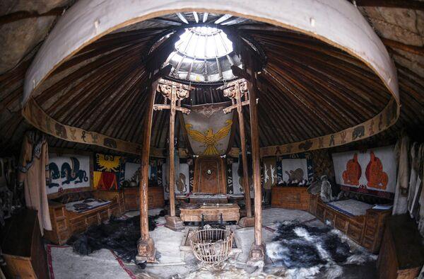 Юрта в национальном парке Монголия 13 века