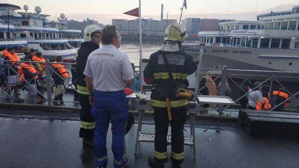 Пожар на теплоходе Петр Чайковский в Санкт-Петербурге. 22 августа 2019