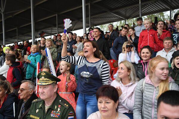 Болельщики команды армии России во время финальной эстафеты первого дивизиона конкурса Танковый биатлон V Армейских международных игр-2019