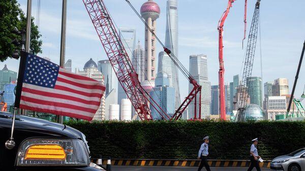 Автомобиль американского посольства в Шанхае