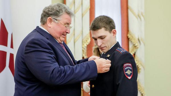 Церемония вручения Ордена Славы 3 степени участковому Василию Мартынову за спасение младенца в Саранске