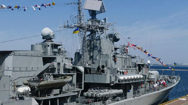 Посетители на фрегате Гетман Сагайдачный во время демонстрации кораблей ВМСУ в рамках празднования Дня независимости Украины